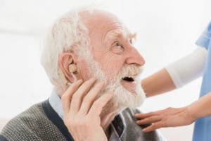 ¿Son necesarias las revisiones de audición periódicas? Profesionales responden las dudas más frecuentes