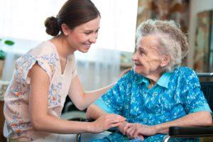 ¿Cómo conciliar la vida familiar y profesional con el cuidado de nuestros mayores? Los expertos responden